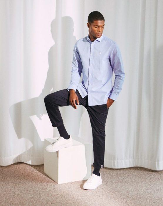 chemise portée debout
